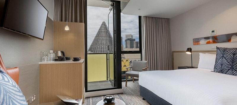 bradyhotel3